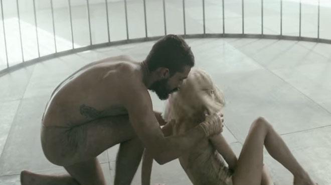 Polémique autour du nouveau clip de Sia: la performance de la petite Maddie et de l'acteur Shia Leboeuf comparée à de la pédophilie (vidéo)