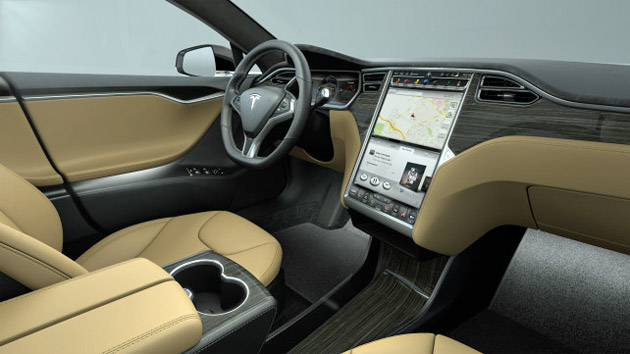 Tesla model s p85d on a essay la berline qui acc l re le for Interieur tesla model s