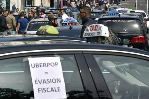 a roports gares p riph rique en col re contre uber des centaines de taxis bloquent paris. Black Bedroom Furniture Sets. Home Design Ideas