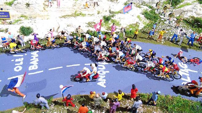 Jean-Marie est passionné par le Tour de France et les trains électriques: il a recréé une étape en miniature (photos)