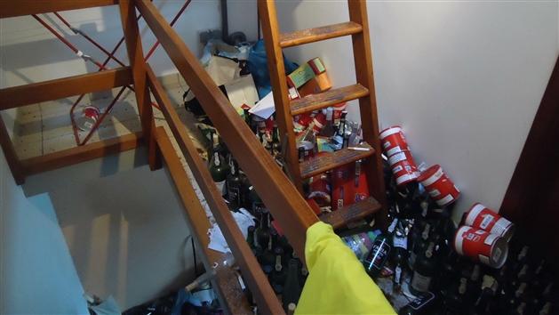 expulsion d 39 un locataire trop ind licat angleur la maison tait devenue une vraie porcherie. Black Bedroom Furniture Sets. Home Design Ideas