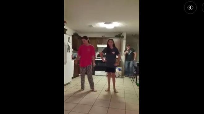 Ce papa fait une blague � ses filles en train de danser (vid�o)