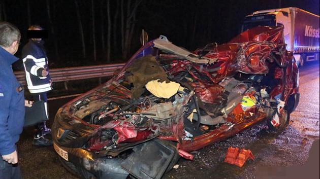 Deux accidents identiques sur des aires d 39 autoroutes du hainaut ce matin les voitures ont fonc - Accident de voiture coup du lapin ...