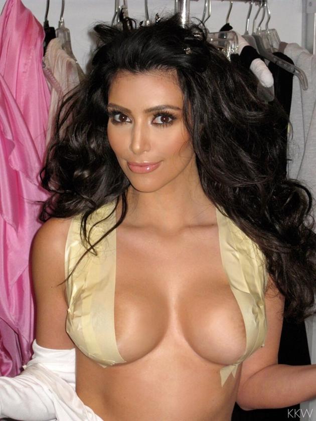 Kim Kardashians Tits 87
