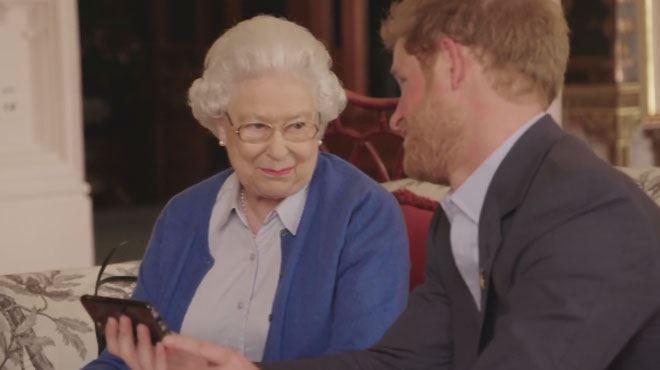 Les Obama défient le prince Harry sur Twitter, la Reine s'en mêle (vidéo) 1