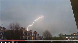 La foudre s'abat sur deux avions qui allaient atterrir à Londres (vidéos) 3