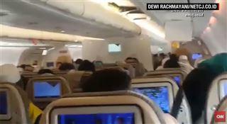 Cris et prières...ils se sont vus mourir- violentes turbulences dans un vol en Indonésie (vidéo) 3
