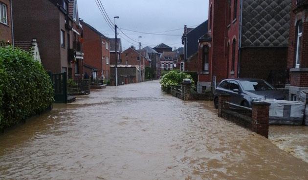 Temp te maison en feu inondations chaos total en for Garde maison pendant vacances belgique