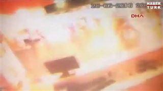 Attentat d'Istanbul- des témoins effrayés et des caméras de surveillance filment les explosions et les scènes de chaos 2