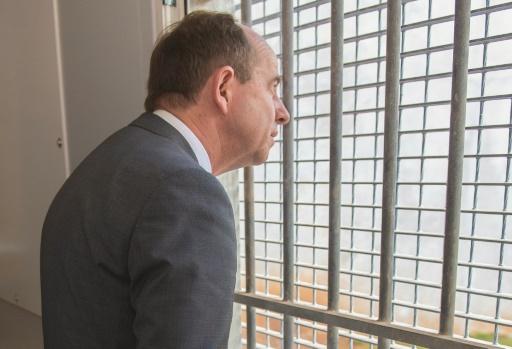 Urvoas face au casse-tête des prisons surpeuplées — FRANCE