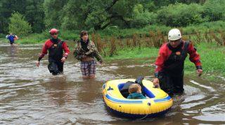 Le week-end camping d'anciennes guides tourne mal- elles se retrouvent encerclées par près d'1m30 d'eau 5