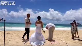 En plein échange de vœux, ce marié vomit (vidéo) 2