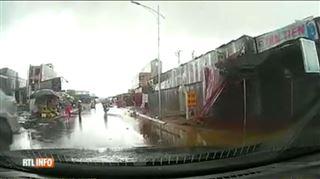 Vietnam- il filme depuis sa voiture quand soudain une tempête dévaste tout sur son passage (VIDEO) 4