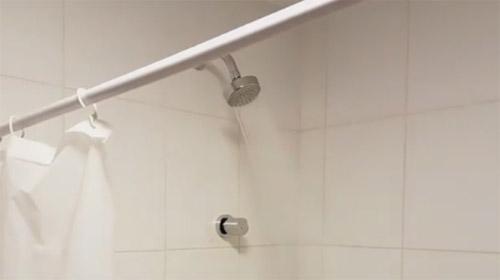 Mais qu 39 est ce qui cloche avec les douches des jo de rio vid o rtl sport - Sportifs dans les douches ...