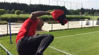 Thierry Henry se lance sur le terrain d'entraînement des Diables- les premières images 4