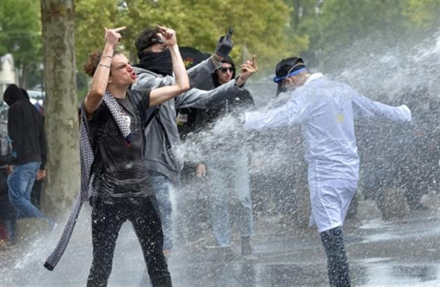 6 blessés, dont 5 policiers, échauffourées à Paris — Loi travail