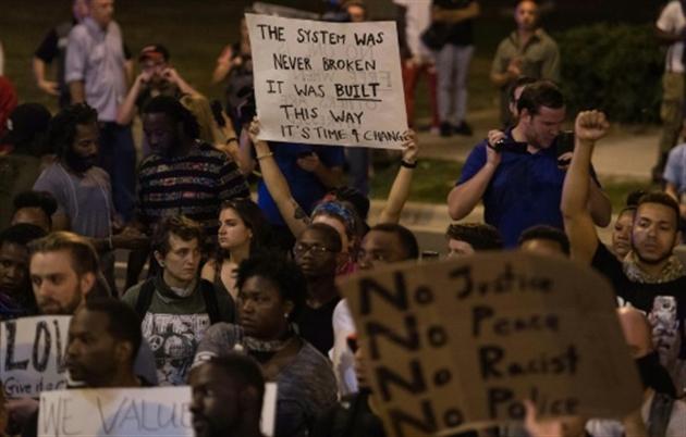 Homme abattu à Charlotte : la police diffuse ses vidéos