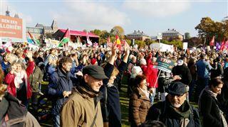 8.000 manifestants à Amsterdam pour soutenir la Wallonie opposée au CETA- Nous pouvons encore les arrêter 2