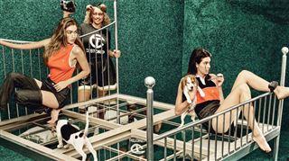 Photoshop a encore frappé- le résultat catastrophique d'un shooting pour un célèbre magazine ridiculise Kendall Jenner et Gigi Hadid (photos) 3