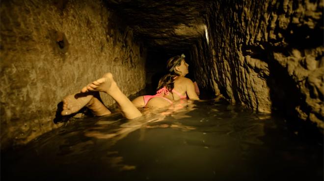 Paris: Elle surfe dans les catacombes et se fait peur