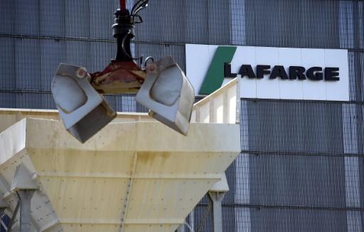 LAFARGEHOLCIM N : LafargeHolcim annonce de nouvelles économies et relève son dividende