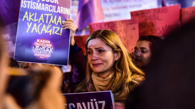 Une loi SCANDALISE la Turquie: si un agresseur sexuel épouse sa victime mineure, il ne sera plus poursuivi