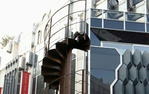 Un demi-million pour un tronçon d'escalier de la Tour Eiffel