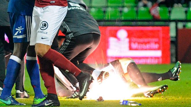 Lopes blessé par un pétard, le match arrêté — Metz-OL