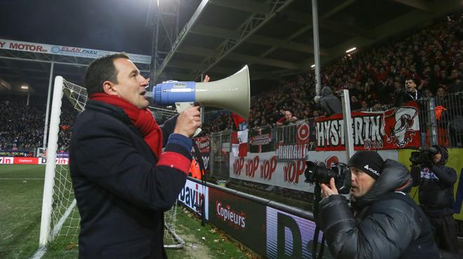 Belgique - Charleroi-Standard arrêté après des jets de pétards