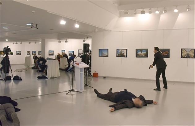 Turquie : l'ambassadeur russe a succombé à sa blessure par balle