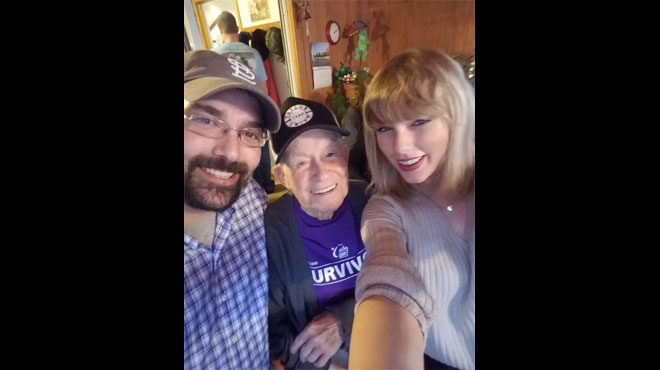 Taylor Swift rend une visite surprise à un fan de 96 ans