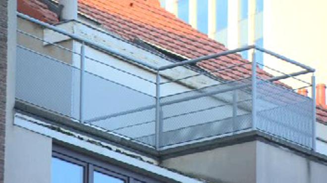 L 39 enfant laiss sur un balcon dans le froid saint josse for Chambre 13 secte