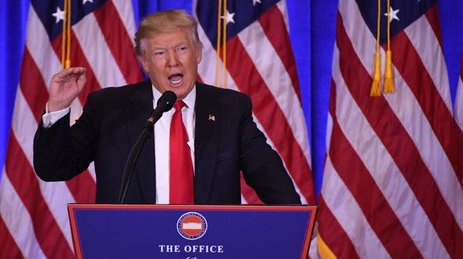 Pour sa première conférence de presse, Trump... fait du Trump: