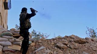 L'EI lance un assaut majeur dans l'est de la Syrie- Daech masse ses forces pour percer les lignes gouvernementales