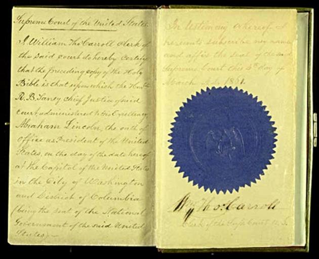 Vue en date du 23 décembre 2008 de la bible d'investiture de l'ancien président Abraham Lincoln conservée à la bibliothèque du Congrès à Washington- HO