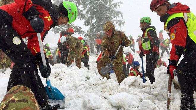 De nombreux morts dans un hôtel touché par une avalanche — Italie