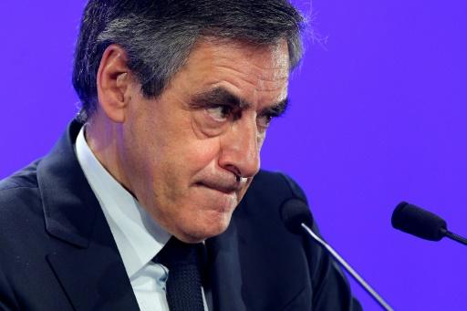 Sondage: Fillon en forte baisse, distancé par Le Pen et Macron