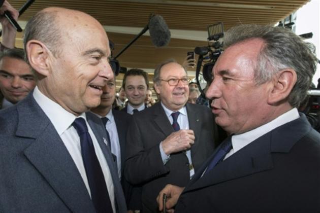 François Bayrou renonce à être candidat et s'allie à Macron