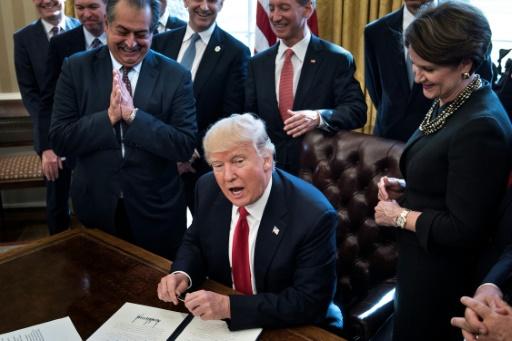 Trump dénigre Paris, Ayrault et Hidalgo montrent les crocs