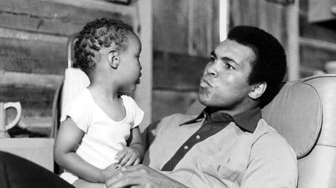 Un fils du boxeur Mohamed Ali retenu et interrogé durant des heures en rentrant aux Etats-Unis à cause de son nom à consonance arabe