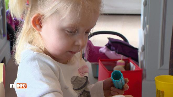 Journée des maladies rares: rencontre avec Elle-Jouly, 3 ans, qui souffre de la