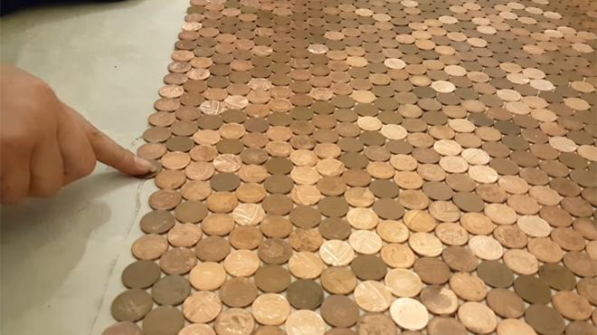 Un opticien belge recouvre entièrement le sol de sa boutique de pièces de 1 centime