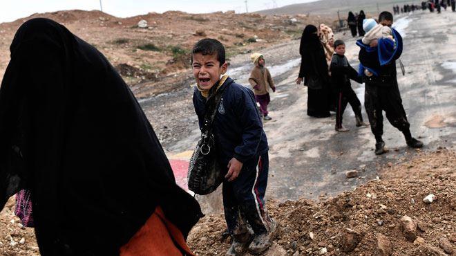 Libérés de l'Etat islamique, des habitants de Mossoul sortent enfin de chez eux où ils se terraient