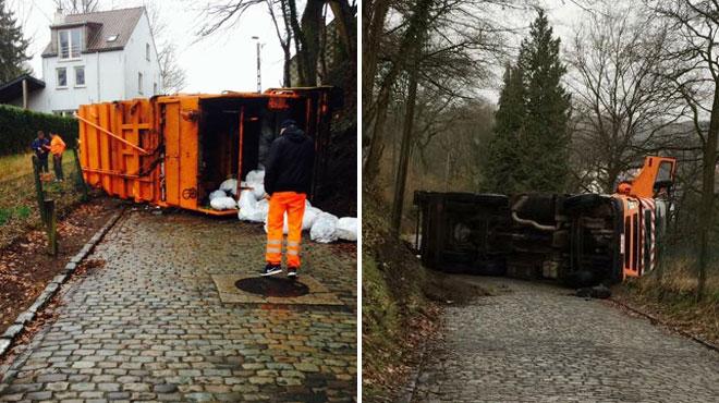 Un camion-poubelle sur le flanc à Lasne: