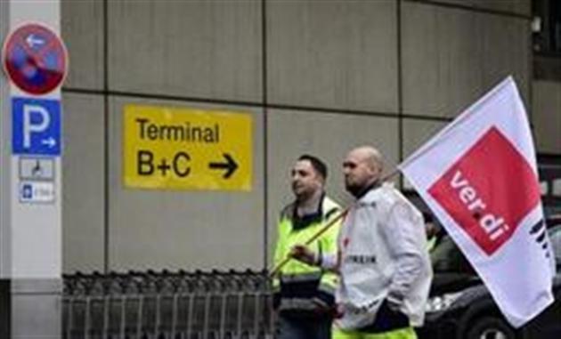 LEAD 1-Nouvelles perturbations dans les aéroports de Berlin lundi