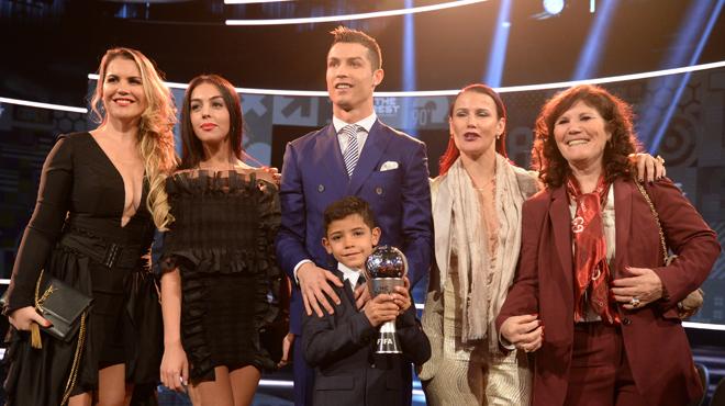 Cristiano Ronaldo bientôt père de jumeaux ?