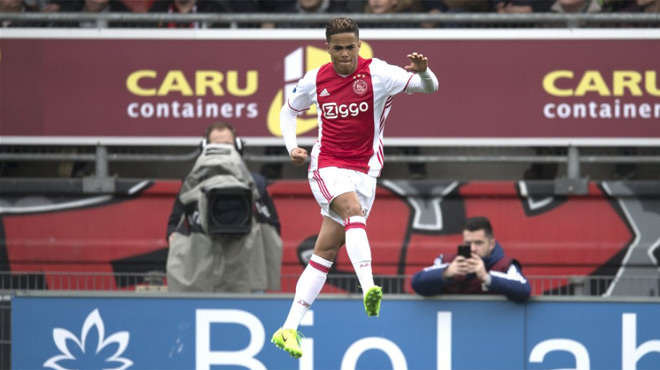 Justin Kluivert marque son premier but pour l'Ajax (vidéo)