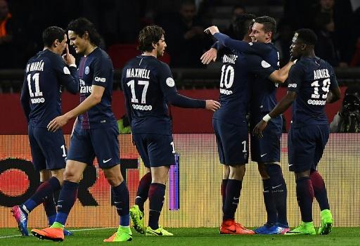 Ligue 1: le Paris SG gagne face à Lyon 2-1 et reste à 3 points du leader Monaco