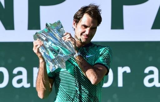 Tennis: Federer tout sourire, Murray et Djokovic grimacent