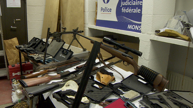 Charleroi: saisie de fusils d'assaut et pistolets-mitrailleurs, trafic d'armes démantelé